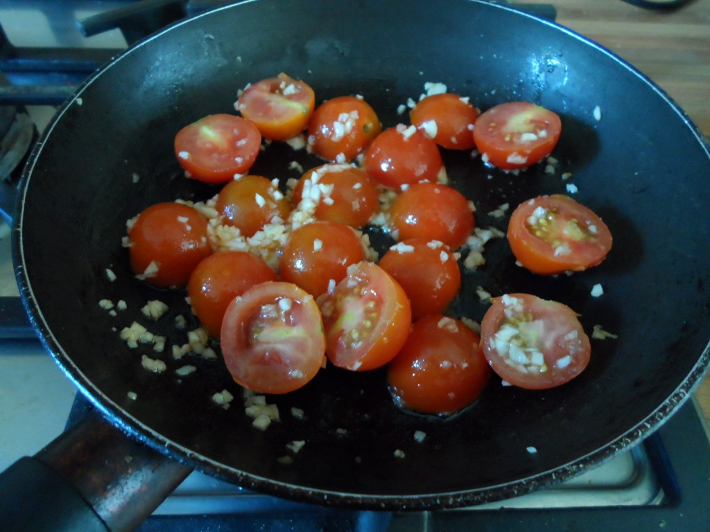 Sauteing garlic & tomatoes
