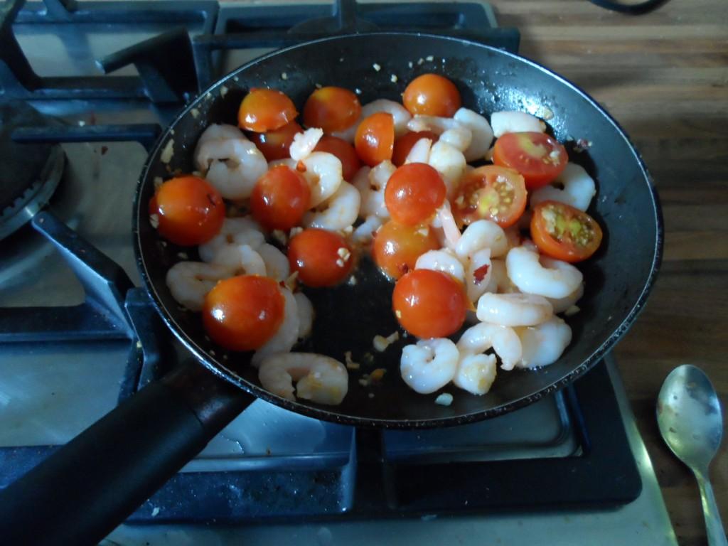 Sauteed prawns, tomato & garlic